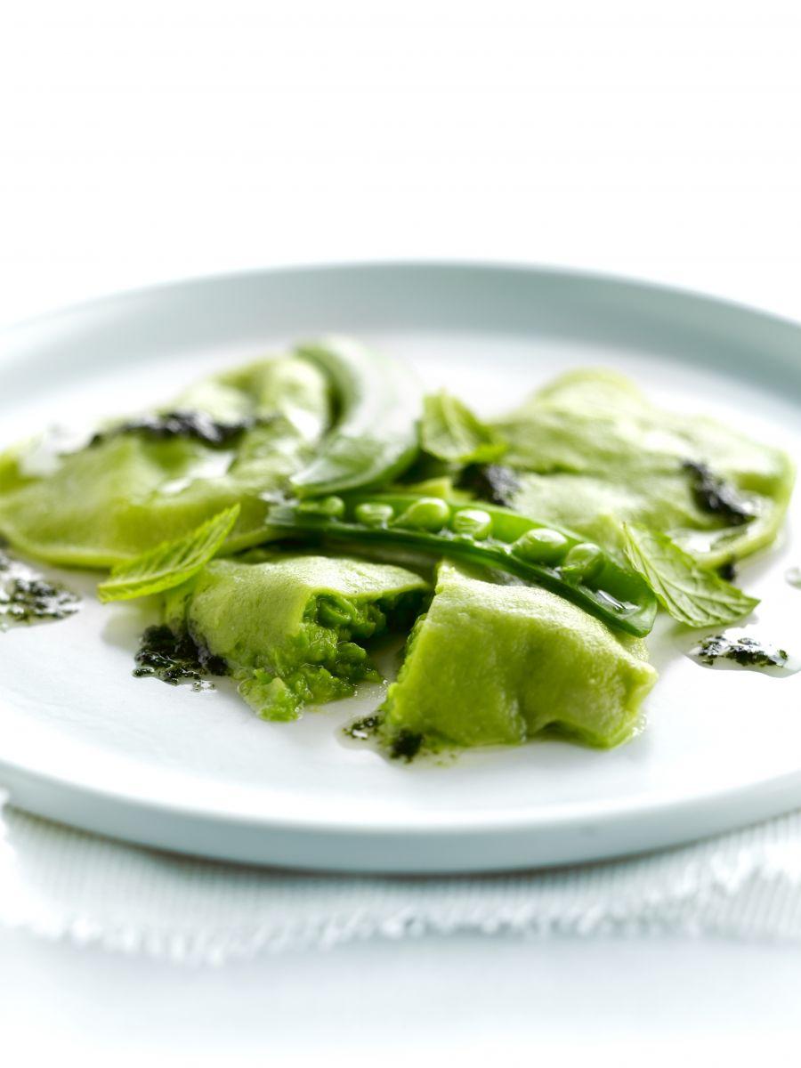 Groene ravioli met erwten en munt