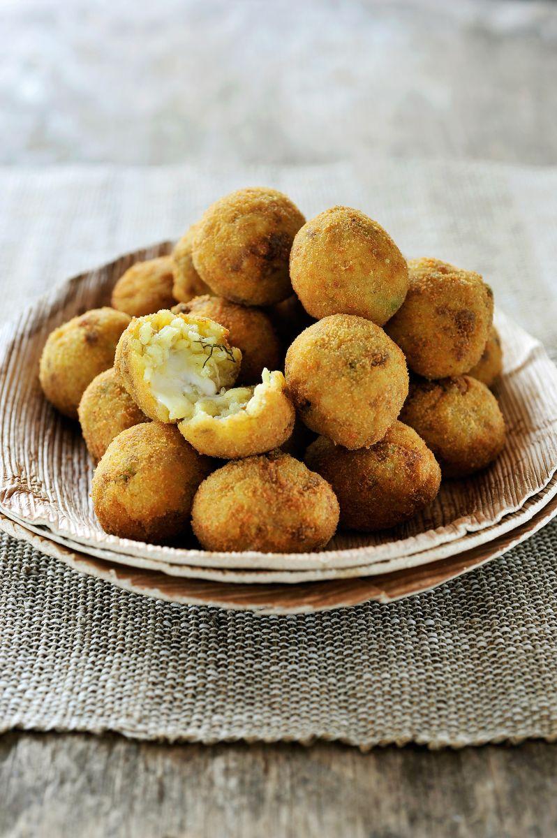 Siciliaanse rijstballetjes met ragu en mozzarella