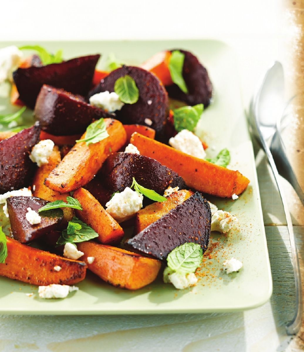 Salade van rode biet, zoete aardappel en feta
