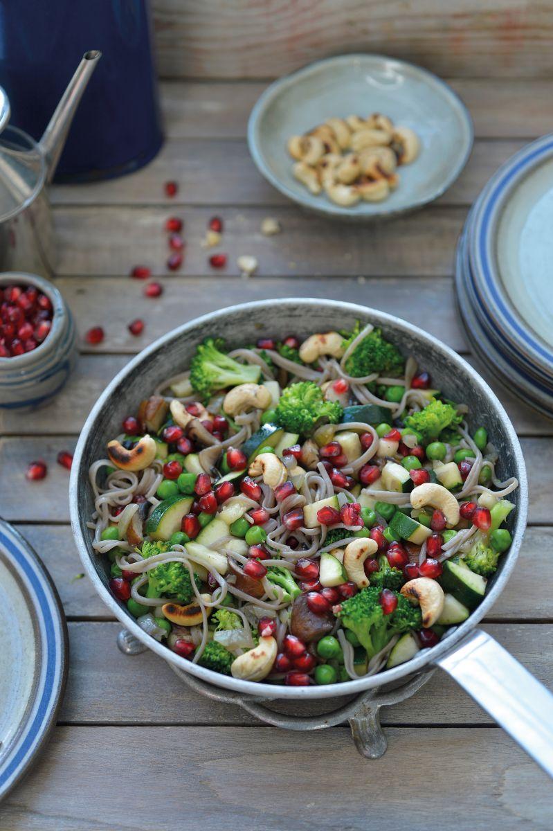 Courgette-broccolipannetje met boekweitnoedels