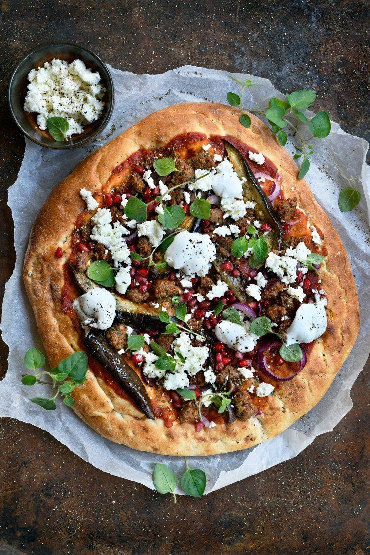 Snelle pizza met gehakt en Turks brood