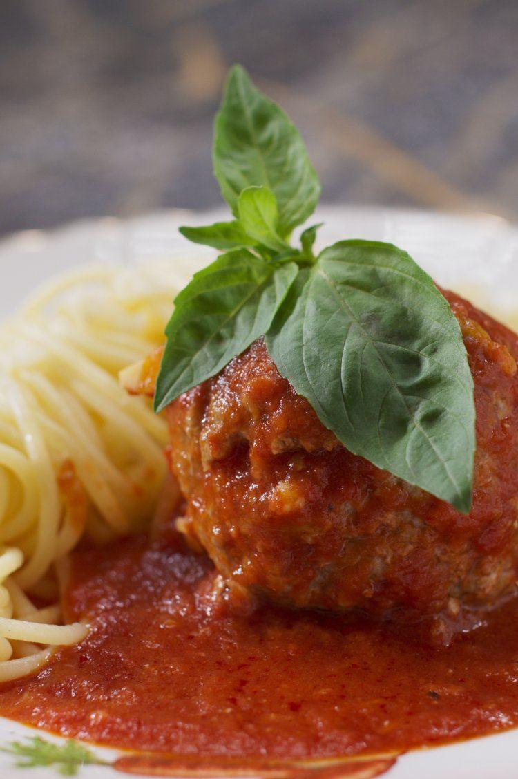 Gevulde Italiaanse gehaktballen met spaghetti