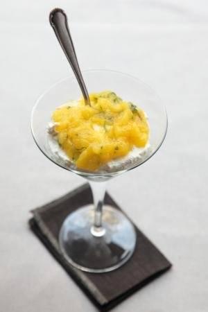 Mascarpone met mango coulis