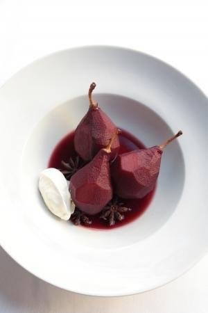 Peren gepocheerd in rode wijn