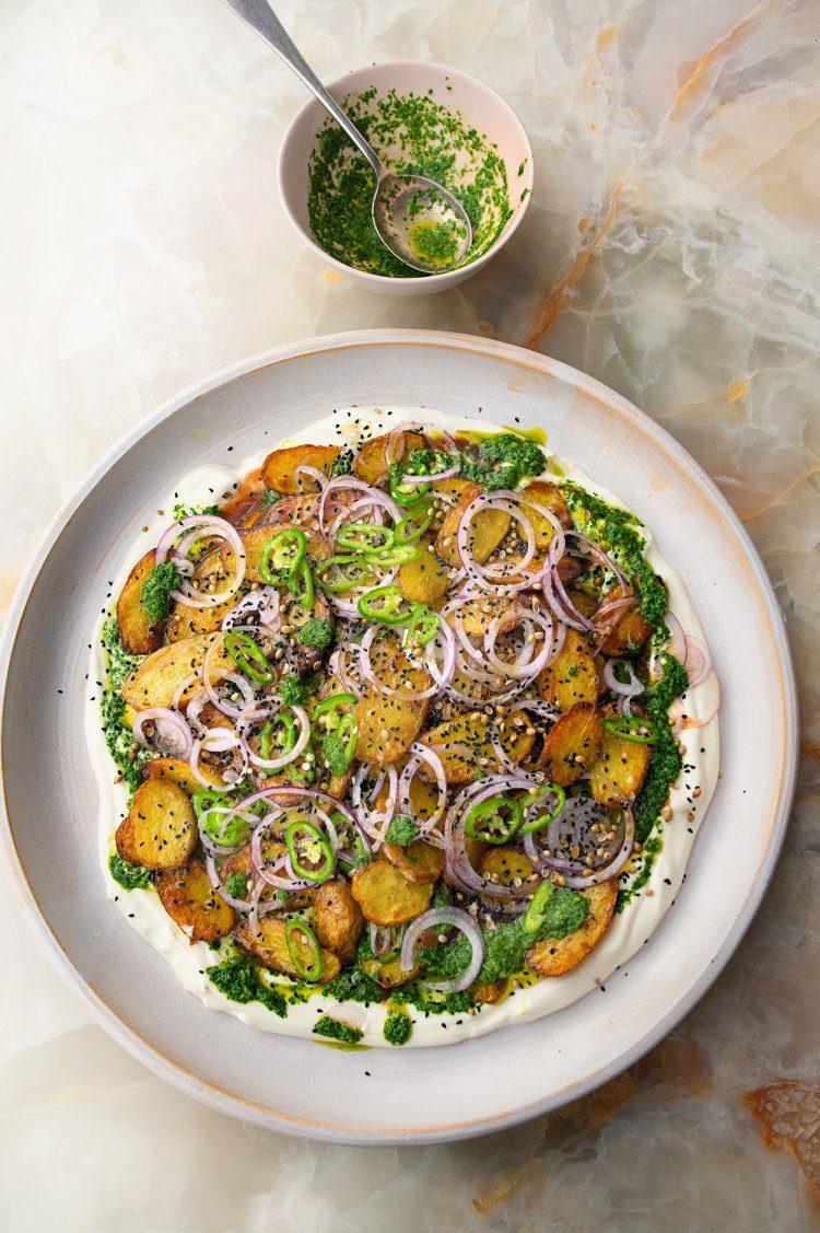 Aardappels met chaat masala, yoghurt en tamarinde