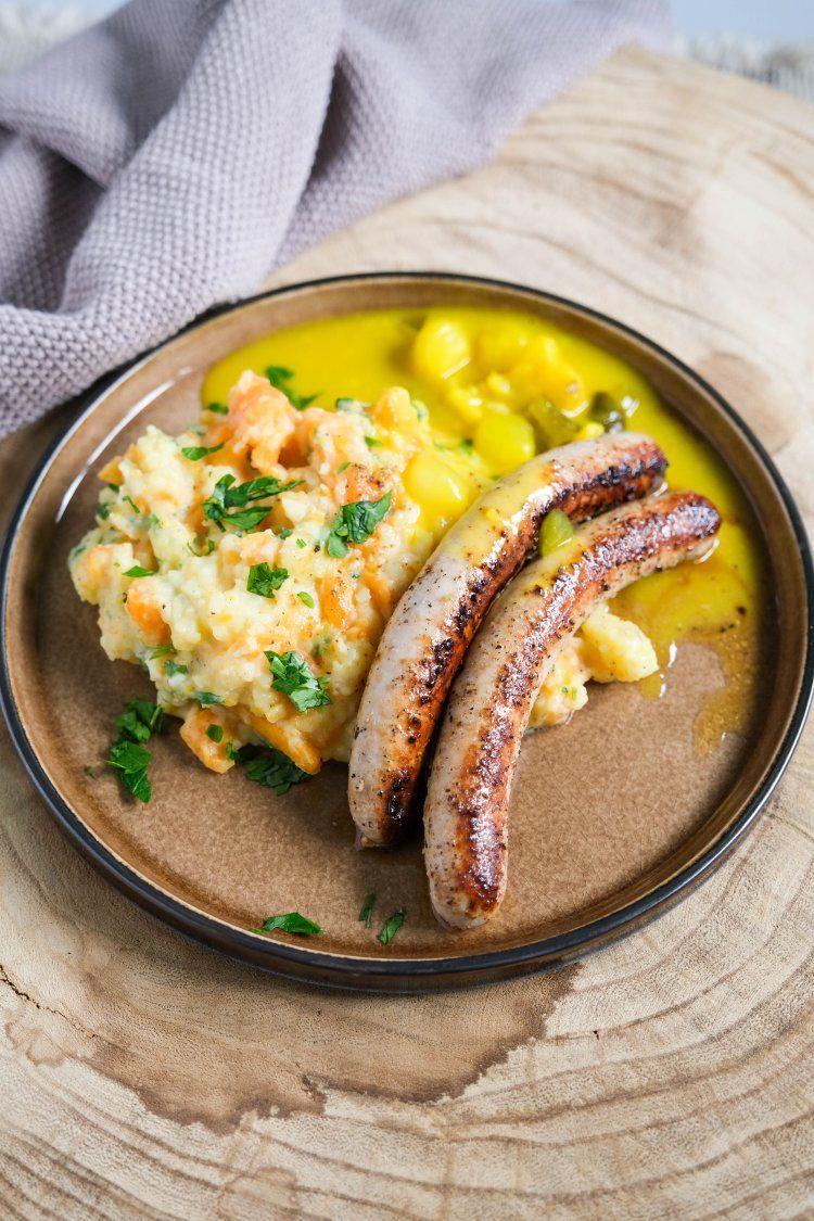 Chipolata met wortelstoemp en pickles