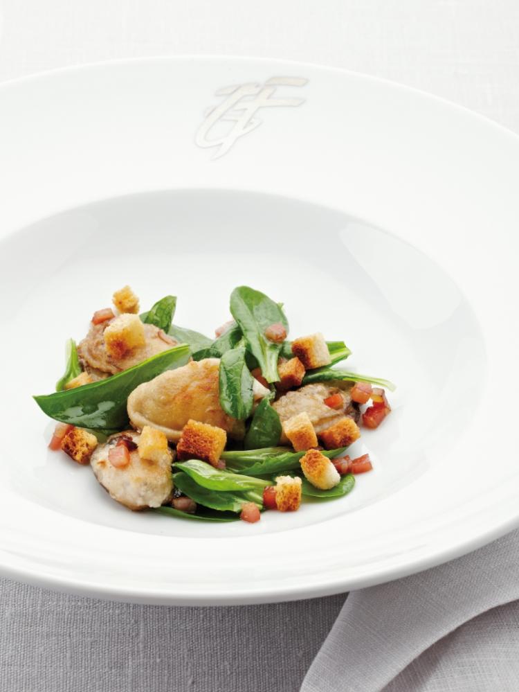 Salade met oesters, croutons en spekjes