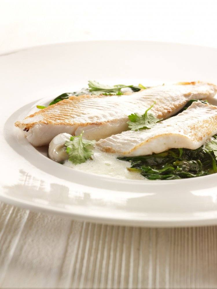 Pladijs met oestersaus en spinazie