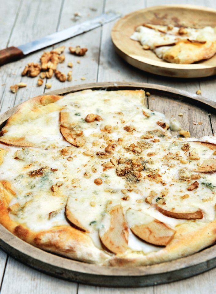Pizza gorgonzola met peer en walnoten