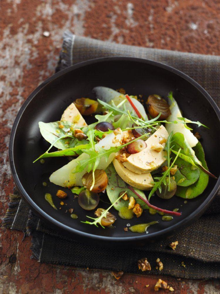 Herfstsalade met foie gras, peren en walnoten