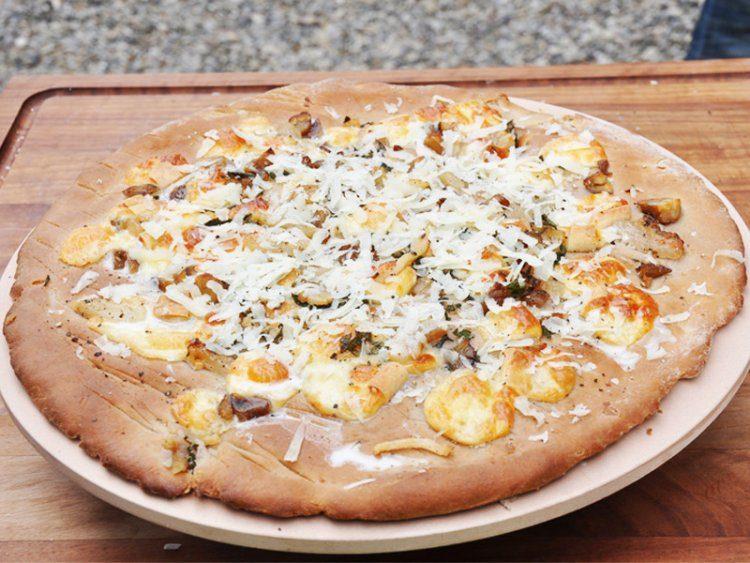 Pizza met pecorino toscano en lardo di colonnata