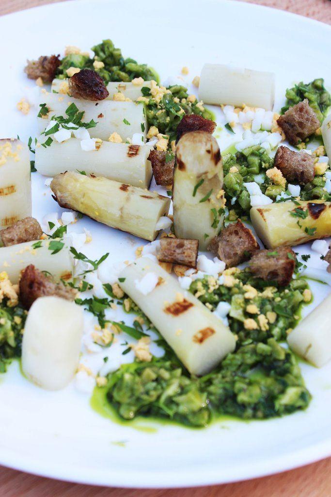 Gegrilde asperges met peterselieboter en wulken
