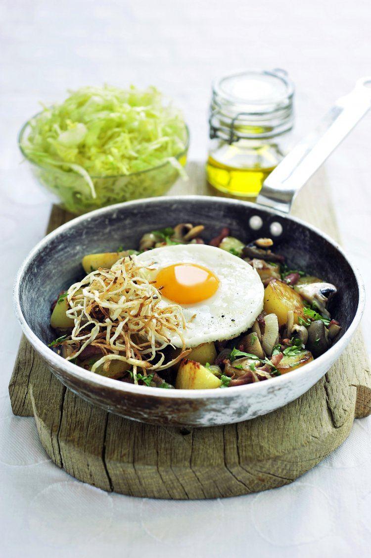 Salade met aardappeltjes, spek, ei en knolselder