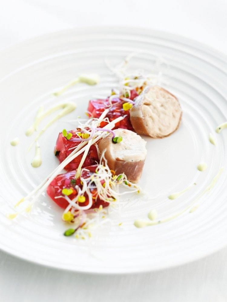 Mousse van gedroogde ham met gelei van groenten