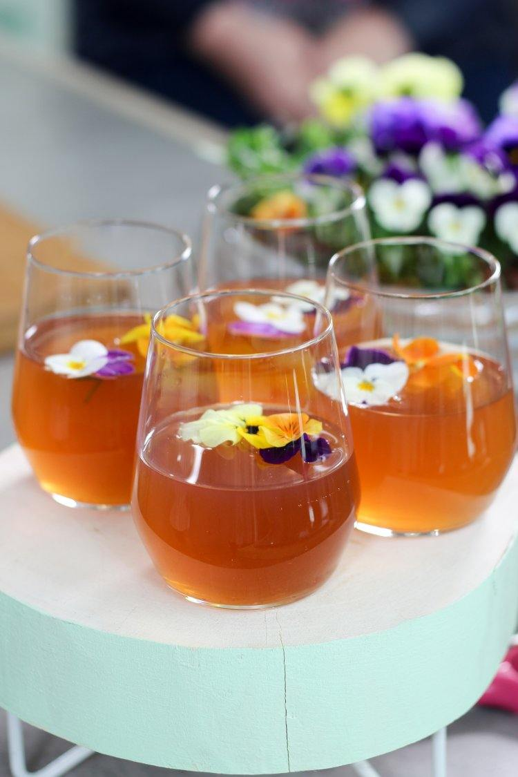 Ice tea met bloemetjes