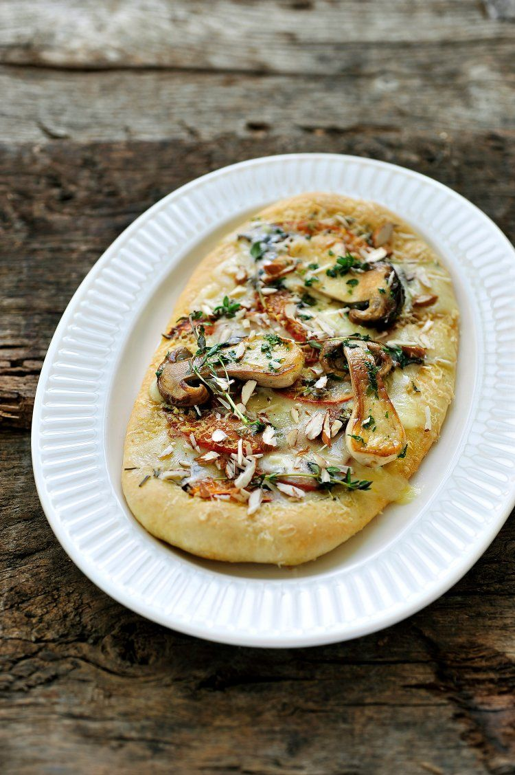 Pizza met eekhoorntjesbrood en pompoen