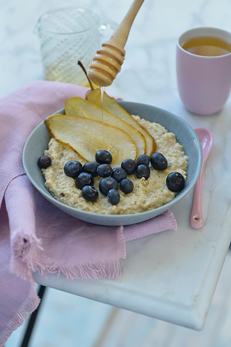 Courgettemout met gestoofde peren, blauwe bessen en honing