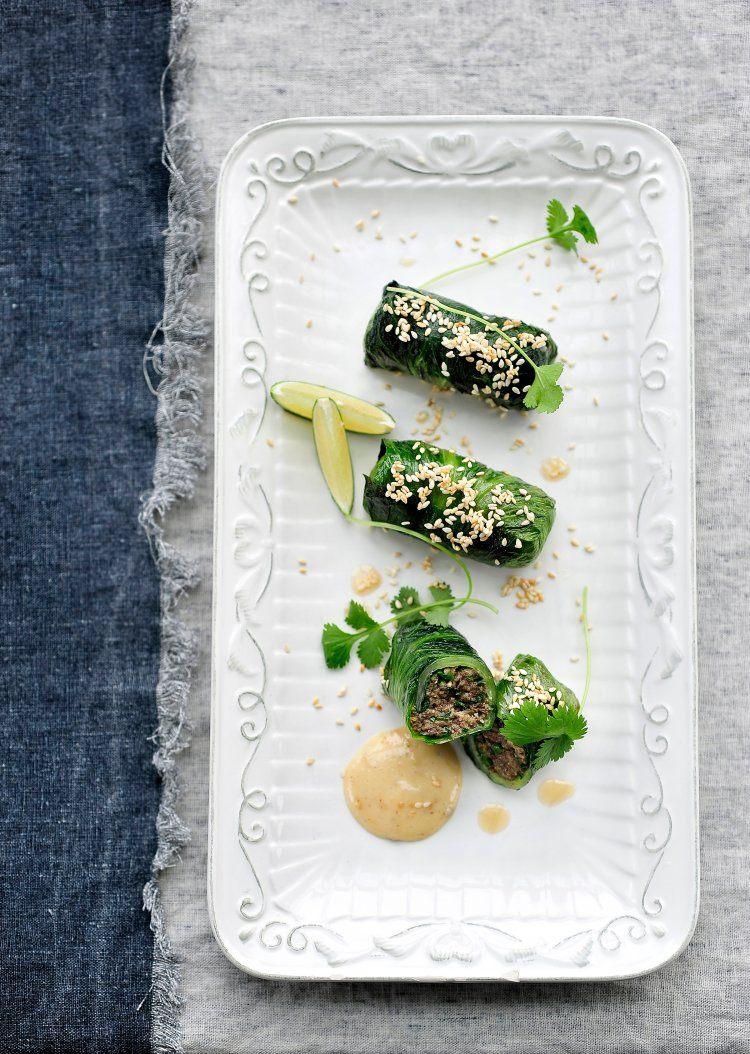 Gevulde andijvierolletjes met champignon 'gehakt' en sesammayonaise