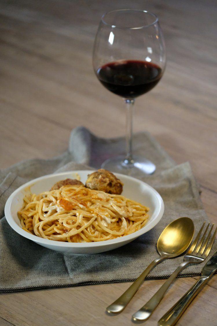 Balletjes in tomatensaus met pasta