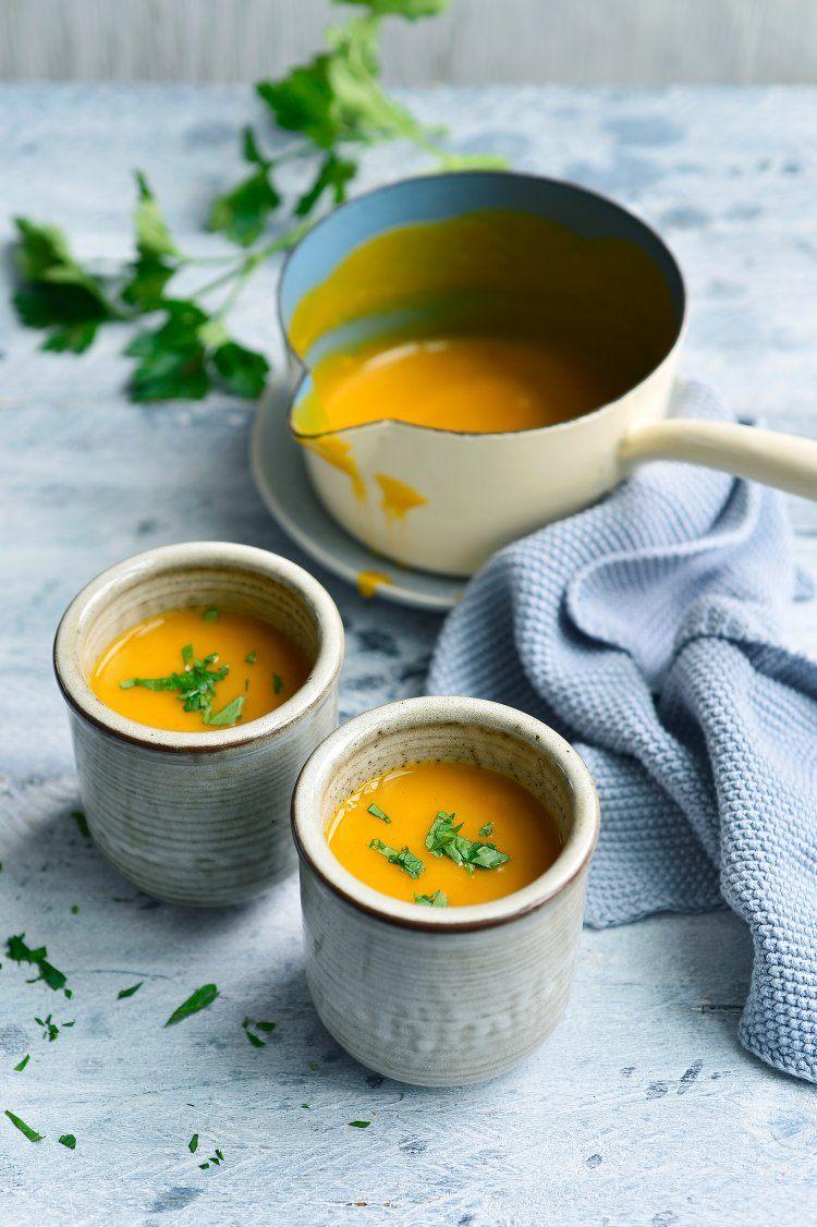 Soep van zoete aardappel en peterseliewortel