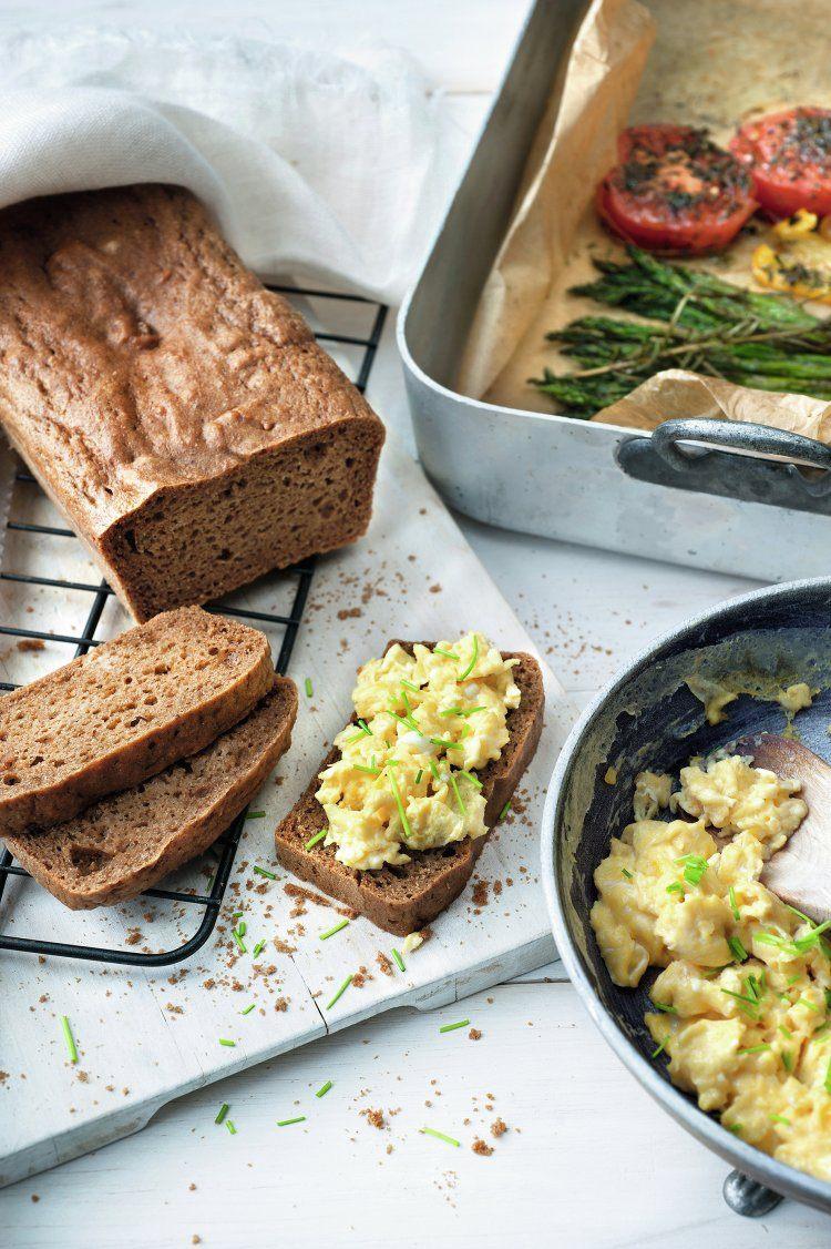 Cashewbrood met roerei